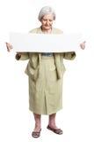 Ευτυχές ηλικιωμένο κενό φύλλο γυναικείας εκμετάλλευσης στα χέρια Στοκ φωτογραφίες με δικαίωμα ελεύθερης χρήσης