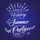 Ευτυχές θερινό κόμμα 2019 Διανυσματικό πολύχρωμο λογότυπο στο σκούρο μπλε υπόβαθρο Ήλιος και χειρόγραφη επιγραφή διανυσματική απεικόνιση