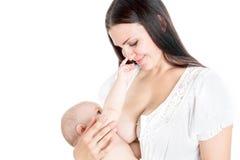 Ευτυχές θηλάζοντας μωρό mom που απομονώνεται στο λευκό Στοκ Φωτογραφία