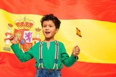 Ευτυχές ισπανικό αγόρι με την ισπανική σημαία στο χέρι του Στοκ φωτογραφίες με δικαίωμα ελεύθερης χρήσης