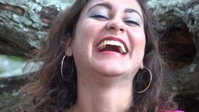 Ευτυχές ισπανικό γέλιο γυναικών φιλμ μικρού μήκους