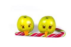Ευτυχές και λυπημένο μήλο emoticons που γλείφει ένα lollipop Συναισθήματα, τοποθετήσεις και συγκινήσεις Στοκ Φωτογραφία