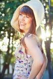 ευτυχές καπέλο κοριτσιώ Στοκ Φωτογραφία