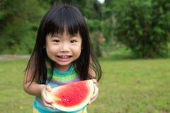 ευτυχές καρπούζι παιδιών Στοκ εικόνα με δικαίωμα ελεύθερης χρήσης