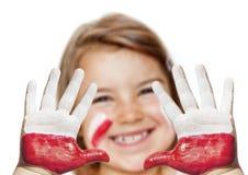 Ευτυχές κορίτσι ανεμιστήρων με τα χρωματισμένα χέρια Στοκ φωτογραφίες με δικαίωμα ελεύθερης χρήσης
