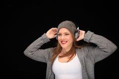 Ευτυχές κορίτσι με τα ακουστικά στοκ φωτογραφίες