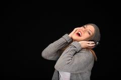 Ευτυχές κορίτσι με τα ακουστικά στοκ εικόνες