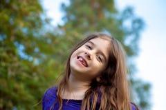 Ευτυχές κορίτσι με το ελλείπον δόντι Στοκ Φωτογραφίες