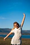 Ευτυχές κορίτσι ομορφιάς στοκ εικόνα με δικαίωμα ελεύθερης χρήσης