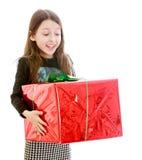 Ευτυχές κορίτσι που κρατά ένα μεγάλο κόκκινο μέτωπο υπέροχα Στοκ Εικόνες