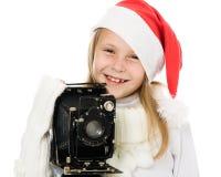 Ευτυχές κορίτσι σε ένα κοστούμι Χριστουγέννων με την παλαιά φωτογραφική μηχανή Στοκ φωτογραφία με δικαίωμα ελεύθερης χρήσης