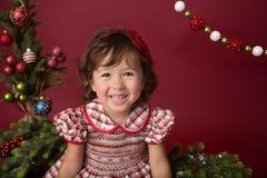 Ευτυχές κορίτσι στα Χριστούγεννα, χειμερινή οργάνωση στοκ εικόνες με δικαίωμα ελεύθερης χρήσης