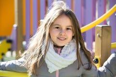 Ευτυχές κορίτσι στην προσανατολισμένος στη δράση παιδική χαρά στοκ εικόνες με δικαίωμα ελεύθερης χρήσης