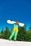 Ευτυχές κορίτσι στο σνόουμπορντ εκμετάλλευσης μασκών σκι Στοκ Φωτογραφία