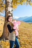 Ευτυχές κορίτσι mom και παιδιών Στοκ Φωτογραφία