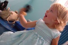Ευτυχές κοριτσάκι στο νοσοκομείο στοκ φωτογραφίες
