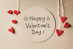 Ευτυχές μήνυμα ημέρας βαλεντίνων με τις μικρές καρδιές Στοκ φωτογραφία με δικαίωμα ελεύθερης χρήσης