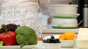 Ευτυχές μαγείρεμα γιαγιάδων στην κουζίνα φιλμ μικρού μήκους