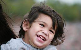 ευτυχές μικρό παιδί αγορ&iota Στοκ Φωτογραφία