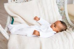 Ευτυχές μικτό αγόρι μικρών παιδιών φυλών Στοκ εικόνα με δικαίωμα ελεύθερης χρήσης