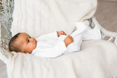Ευτυχές μικτό αγόρι μικρών παιδιών φυλών Στοκ φωτογραφία με δικαίωμα ελεύθερης χρήσης