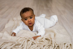 Ευτυχές μικτό αγόρι μικρών παιδιών φυλών Στοκ Εικόνες