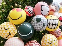 Ευτυχές μπαλόνι Χριστουγέννων χαμόγελου στοκ εικόνα με δικαίωμα ελεύθερης χρήσης