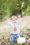 Ευτυχές μωρό το φθινόπωρο Στοκ Εικόνα