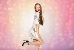 Ευτυχές νέο κορίτσι γυναικών ή εφήβων στο φανταχτερό φόρεμα Στοκ εικόνα με δικαίωμα ελεύθερης χρήσης