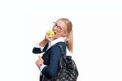 Ευτυχές νέο κορίτσι σπουδαστών με το σακίδιο πλάτης πίσω σχολείο στοκ εικόνα