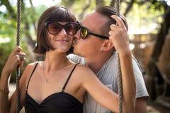 Ευτυχές νέο ρομαντικό ζεύγος στο τροπικό νησί του Μπαλί, Ινδονησία Φυγή μήνα του μέλιτος διακοπών Στοκ φωτογραφία με δικαίωμα ελεύθερης χρήσης