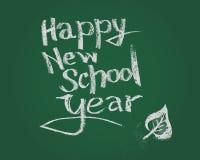 Ευτυχές νέο σχολικό έτος Διανυσματικό κείμενο κιμωλίας στον πράσινο πίνακα Στοκ εικόνα με δικαίωμα ελεύθερης χρήσης