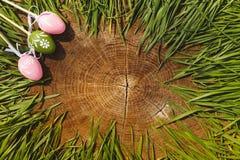 Ευτυχές ξύλινο backgroung eags Πάσχας τεχνητό Στοκ φωτογραφία με δικαίωμα ελεύθερης χρήσης