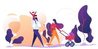 Ευτυχές οικογενειακό περπάτημα υπαίθριο στο πάρκο πόλεων Σαββατοκύριακο ελεύθερη απεικόνιση δικαιώματος