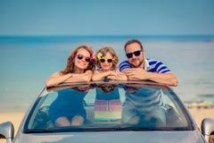 Ευτυχές οικογενειακό ταξίδι με το αυτοκίνητο Στοκ Εικόνες