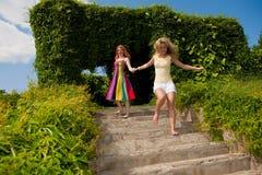 ευτυχές πάρκο που δύο νε&o Στοκ φωτογραφία με δικαίωμα ελεύθερης χρήσης