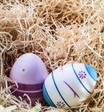 Ευτυχές Πάσχα - χρωματισμένα αυγά - έκπληξη και ειρήνη στοκ εικόνες