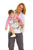 Ευτυχές παιχνίδι μητέρων με το κορίτσι της στοκ φωτογραφία