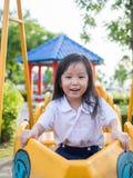Ευτυχές παιδί, ασιατικό παιδί μωρών στη σχολική στολή Στοκ Φωτογραφία