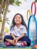 Ευτυχές παιδί, ασιατικό παιδί μωρών στη σχολική στολή Στοκ Φωτογραφίες