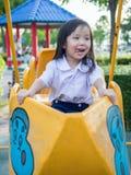 Ευτυχές παιδί, ασιατικό παιδί μωρών στη σχολική στολή Στοκ Εικόνες