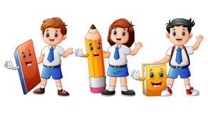Ευτυχές παιδί που φορά τα ομοιόμορφα χαρτικά εκμετάλλευσης απεικόνιση αποθεμάτων