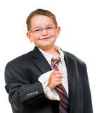 Ευτυχές παιδί που φορά το κοστούμι που είναι πάρα πολύ μεγάλο στοκ εικόνα