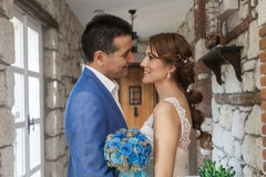 Ευτυχές παντρεύοντας ζεύγος Στοκ Εικόνες