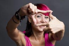 Ευτυχές πλαισιώνοντας πρόσωπο γυναικών Στοκ Εικόνες