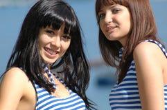 ευτυχές πορτρέτο δύο κορ στοκ φωτογραφία