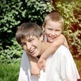 Ευτυχές πορτρέτο παιδιών και εφήβων Στοκ φωτογραφία με δικαίωμα ελεύθερης χρήσης