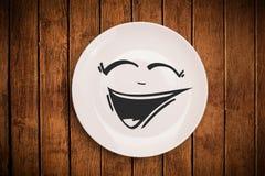 Ευτυχές πρόσωπο κινούμενων σχεδίων smiley στο ζωηρόχρωμο πιάτο πιάτων Στοκ φωτογραφίες με δικαίωμα ελεύθερης χρήσης