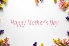 Ευτυχές πλαίσιο λουλουδιών εγγράφου ημέρας Mother's Στοκ εικόνα με δικαίωμα ελεύθερης χρήσης