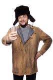 Ευτυχές ρωσικό άτομο που προσφέρει μια βότκα, ευθυμίες Στοκ φωτογραφία με δικαίωμα ελεύθερης χρήσης